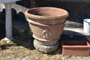 Ancient basin with Lucchese coat of arms