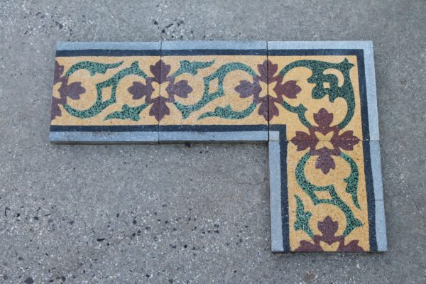 Grit border with floral designs