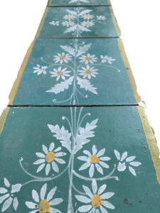 Majolica edging with green background